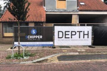 Banner van DEPTH samen met banner Schipper onderdeel van de bouwbegeleiding